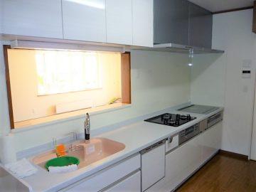 豪華なキッチン<br>この物件のキッチンは凄いの一言でした。<br>ガス・IH付、食洗機、吊戸はダウンウォール、カランは手をかざすだけで水が出ます