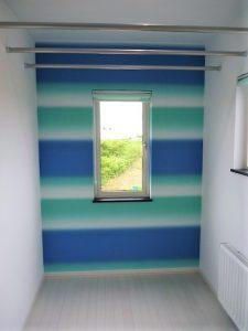 サンルーム<br>変わった色のクロスや窓を多めに入れ。物干しを設置しました。