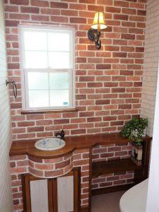 WC<br>トイレも手作りカウンター、クロスもいい感じです。