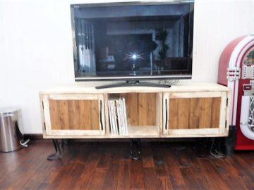 コラボパート2家具作り編<br>テレビ台・大きなダイニングテーブル・お酒を飾る棚・いろいろな収納家具をこれまたアンティーク調にDIYしました。楽しい(笑)